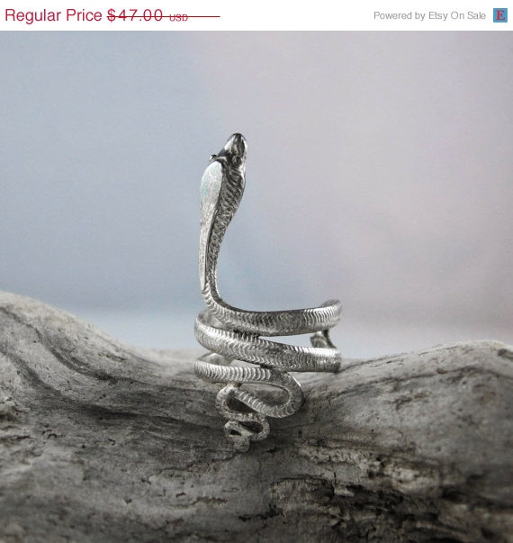 Adorable vintage 90s boho chic hippie snake serpent cobra figure sterling silver earring ear cuff
