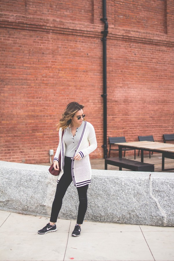 oh va darling blogger top sweater shoes bag cardigan sneakers nike sneakers skinny jeans spring outfits