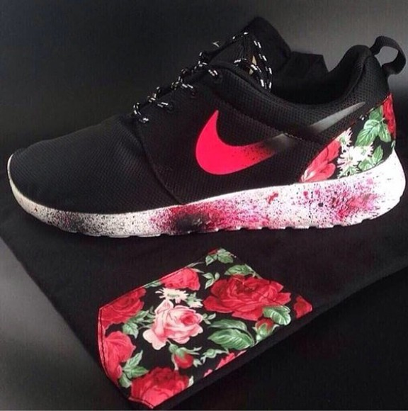 floral t-shirt roses pocket shoes nike roshe run nike rosh run sneakers high nike sneakers nike roshe run nike roshes floral wheretoget? helpmefindtheseplease roshes, floral, nike, black red flowers print