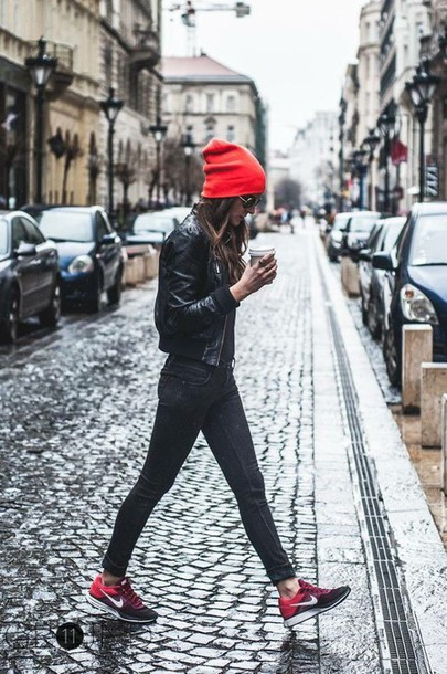 shoes nike nike running shoes nike shoes jeans tumblr black jeans black leather jacket leather jacket black jacket jacket beanie red beanie sneakers red sneakers low top sneakers nike sneakers