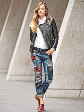 jeans,white shirt,leather jacket,patch jeans,red heels,black belt,blogger