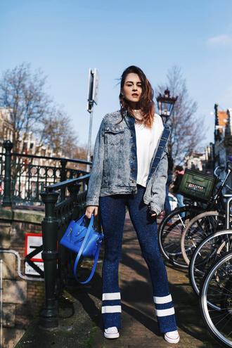 pants white top tumblr blue pants flare pants knit top jacket denim jacket denim bag blue bag shoes