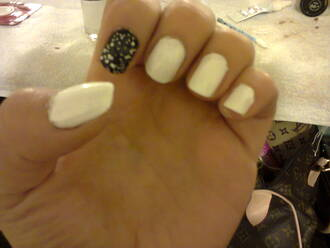 nail polish blanc noir paillettes strass