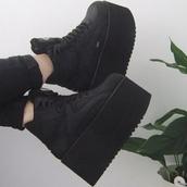 shoes,black,platform trainer,platform shoes,black trainers,platform trainers,buffalo,buffaloshoes,boots,grunge shoes,grunge,wow,cool,tumblr shoes,instagram,tank top,nike,crop tops