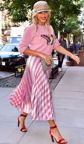 skirt,pleated,pleated skirt,beyonce,pink,sandals,sweater,midi skirt,streetstyle,cap,clutch,metallic,hat