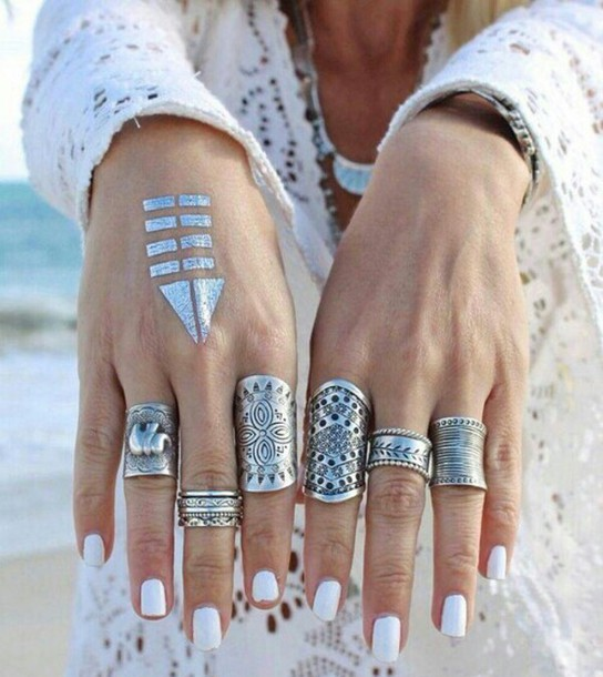 Фото кольцо на руке