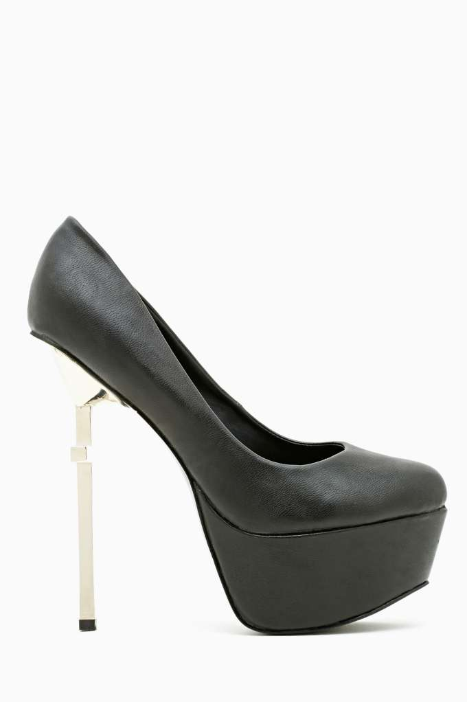 Cross Over Platform Pump - Black in  Shoes Platforms at Nasty Gal