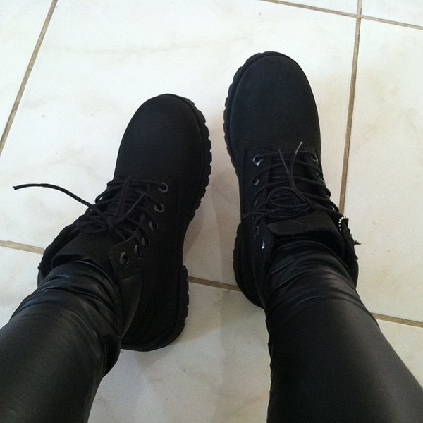 shoes black leather leggings skinny pants boots black shoes black boots combat boots black timberlands timberland timberlands timberlands sexy timberlands leather pants all black everything sneakers urban flat boots