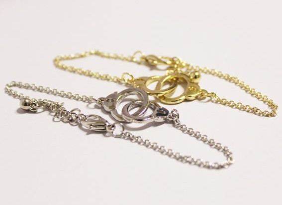 Wholesale fashion jewelry new europe and united states trade brand individuality handcuffs gold chain punk bracelet d001