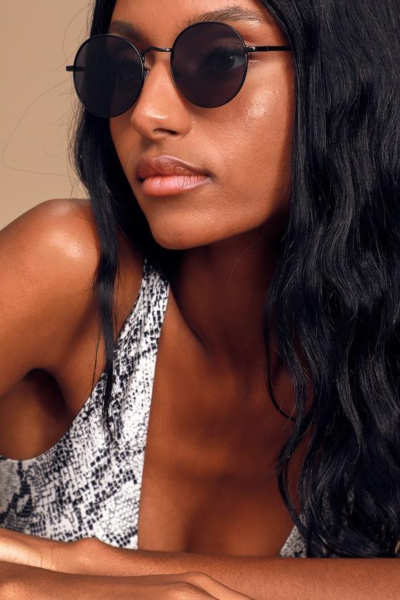 Motivation Black Round Sunglasses