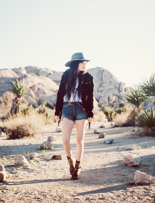 jag lever shorts blouse shoes hat jacket