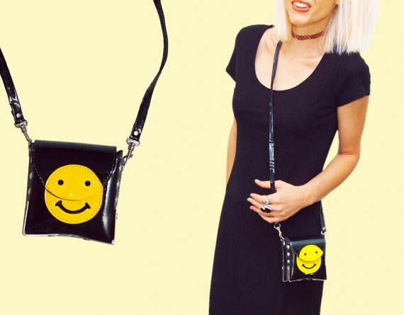 Total 90s vtg black yellow smiley patent leather purse