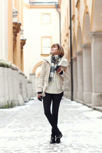 district of chic blogger gloves shearling jacket tartan scarf