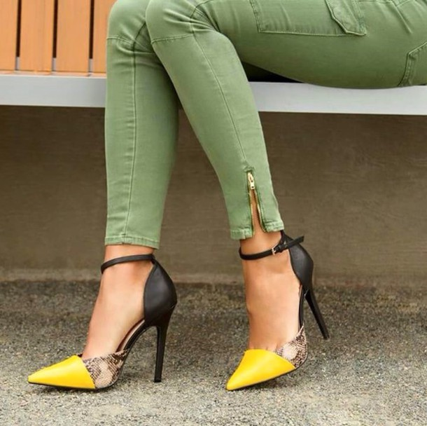 shoes, high heels, yellow, snake print - Wheretoget