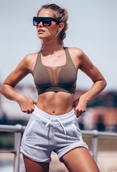 top,sports bra,sportswear,sporty,bra,bralette,tan,brown,boobs,sexy,running,shorts,gym shorts,gym clothes,grey shorts,grey bra,sunglasses,black sunglasses,nina agdal,model