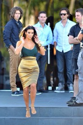 skirt,gold,metallic,pencil skirt,high waisted,hourglass,kim kardashian,celebrity style