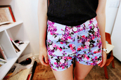 flowers,flowered shorts,shorts