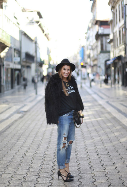 b a r t a b a c blogger black jacket graphic tee ripped jeans fedora black heels