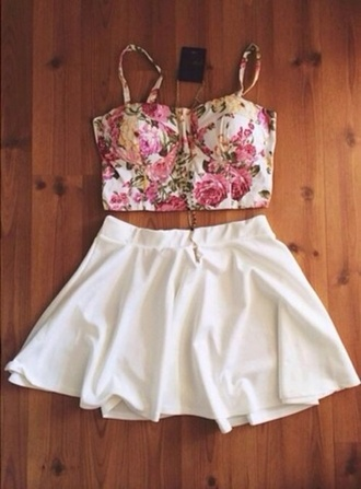 shirt floral bustier pink yellow grunge skater skirt gold necklace girly white skater skirt badass graphic tee crop tops gold chain black and white shorts high waisted