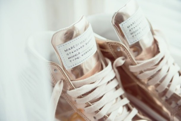shoes rose gold sport shoes marc jacobs cute lovely shoes shoe laces shoe lace gold shoes pink shoes cute shoes athletic sports shoes athletic rose shoes metallic sneakers metallic shoes designer high top sneakers