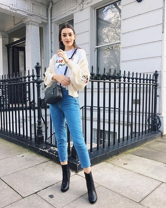 cardigan white cardigan black boots embroidered jeans denim blue jeans cropped jeans white t-shirt t-shirt boots bag