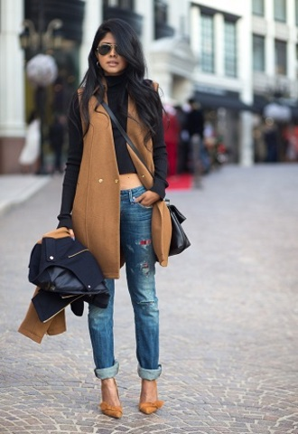 jeans sunglasses black shirt brown sleeveless coat distressed denim jeans brown heels blogger
