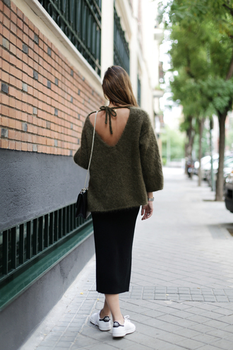 lady addict blogger bag sunglasses khaki v neck