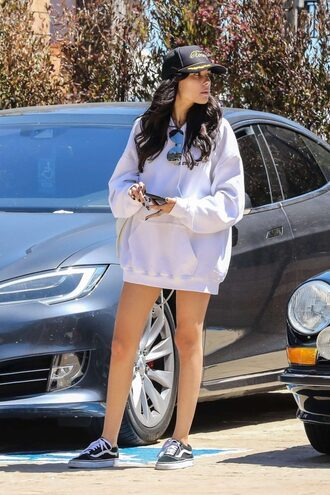 sweater hoodie oversized sweater sneakers cap madison beer streetstyle