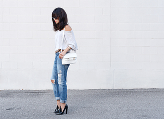 behind seams blogger jewels t-shirt belt sunglasses bag alexander wang