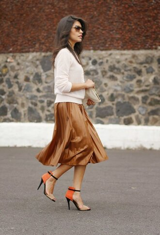 skirt white shirt brown midi skirt orange and black heels blogger sunglasses