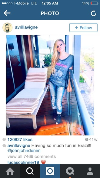 avril lavigne t-shirt jeans ripped jeans black heels open toes