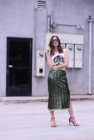 inspades blogger skirt t-shirt shoes sunglasses