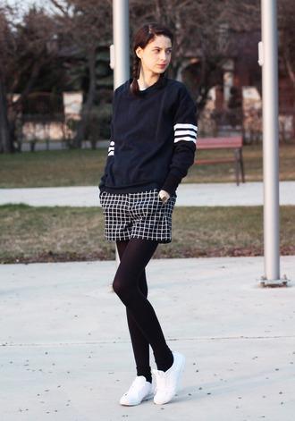 mes memos blogger shorts printed shorts checkered crewneck