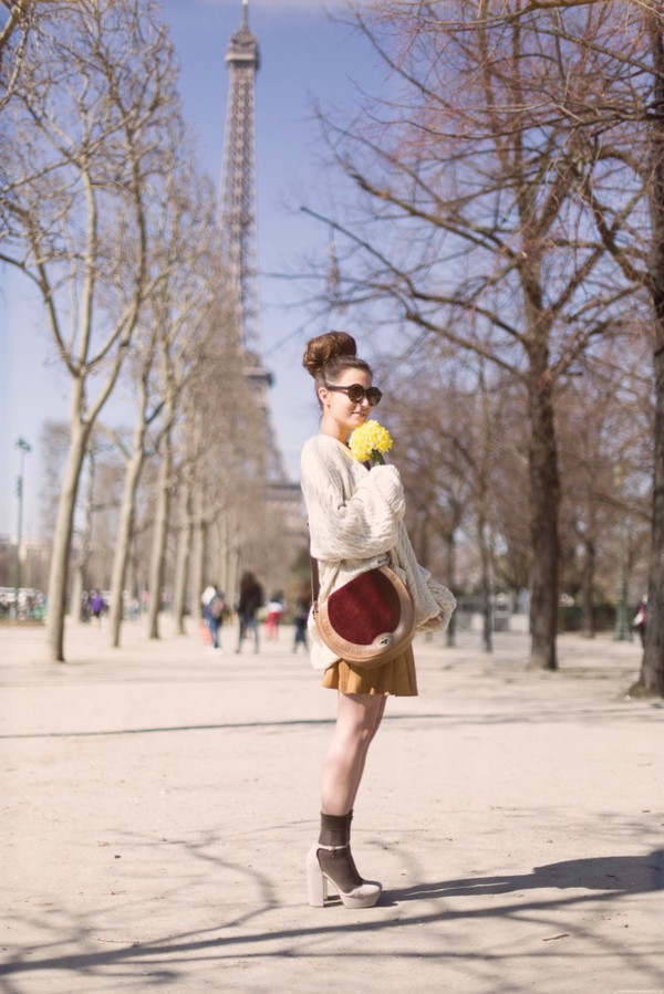 frassy sweater sunglasses skirt shoes bag