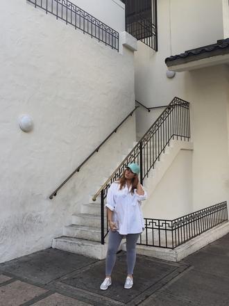 nadia aboulhosn curvy blogger leggings shoes plus size leggings plus size grey leggings shirt white shirt