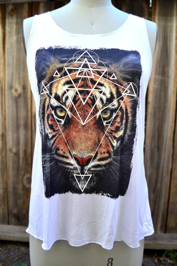 tiger animal print tank top www.pennyluna.com animal print shirt trendy tank summer trends animal face print