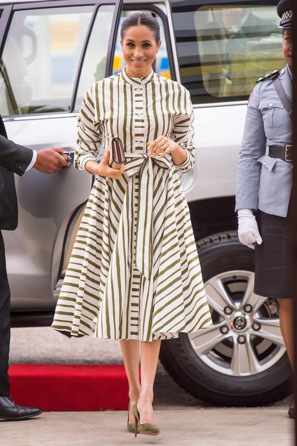 dress stripes striped dress meghan markle celebrity midi dress pumps