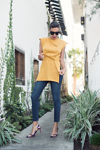 style me grasie blogger sunglasses yellow top skinny jeans waist belt