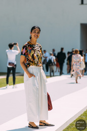 top,printed t-shirt,wide-leg pants,white pants,slingbacks,earrings
