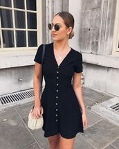 dress,short dress,black dress,bag,necklace,sunglasses