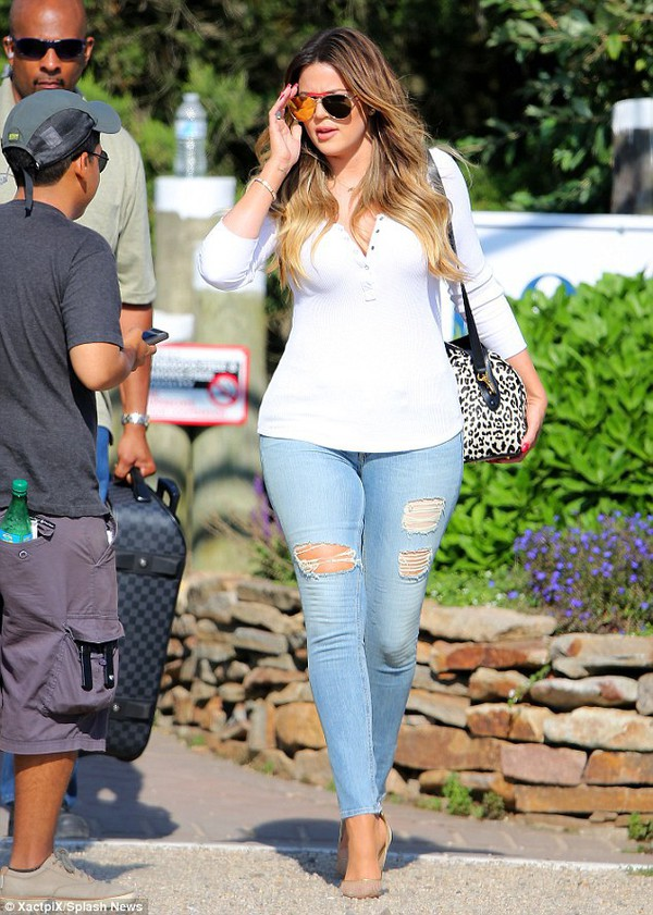 Jeans khloe kardashian ripped jeans denim jeans fashion sexy - Wheretoget