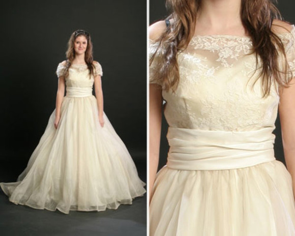 dress vintage wedding dress white white dress beautiful long dress cute dress lace dress vintage vintage clothes dress classy dress cream dress nude cream nude dress vintage, colorful, zipup, windbreaker beautiful ball gowns beautiful red dress