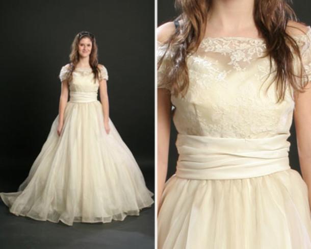 Dress vintage vintage wedding dress vintage lace dress for Classic white wedding dress