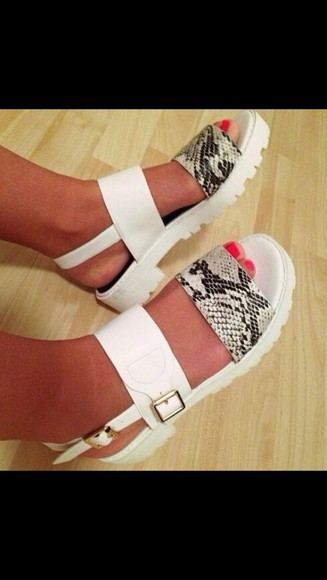 shoes gold flats flatforms white sandals flat sandals sandals flats shoes white white and gold sandals reptile reptile skin