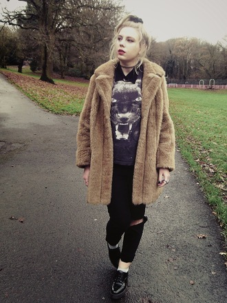 the velvet black grunge blogger t-shirt animal black jeans faux fur winter coat coat jeans shoes