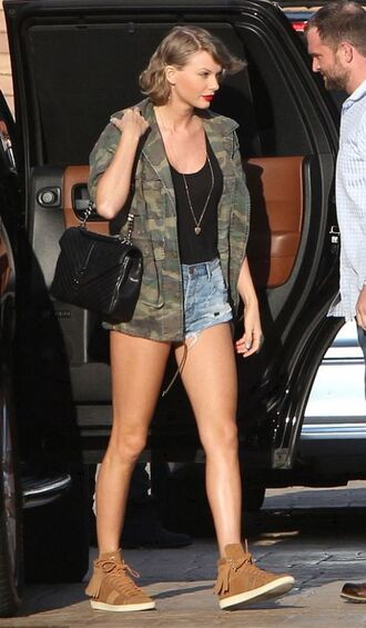 shorts denim shorts taylor swift spring outfits camouflage camo jacket sneakers purse top shoes jacket vintage camouflage jacket high top sneakers celebrity style celebrity ysl ysl bag