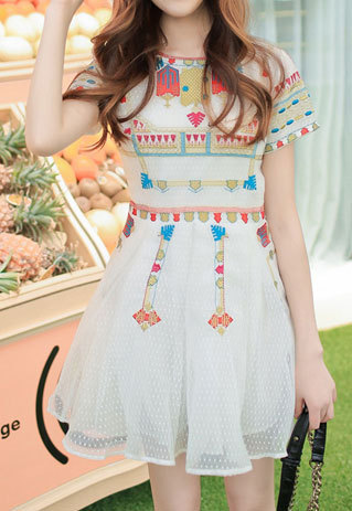 shopbazar shopping mall — [grzxy6601645]Dotted Colorful Embroidery Abstract White Short Sleeve Dress