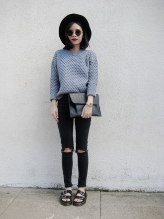 jeans grey sweater black hat black sandals black purse blogger sunglasses black ripped jeans