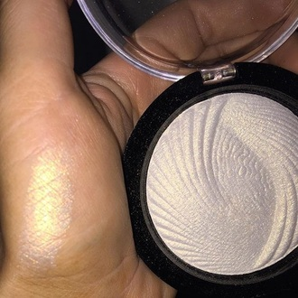 make-up highlighter illuminator face makeup``