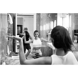 leggings selena gomez instagram crop tops